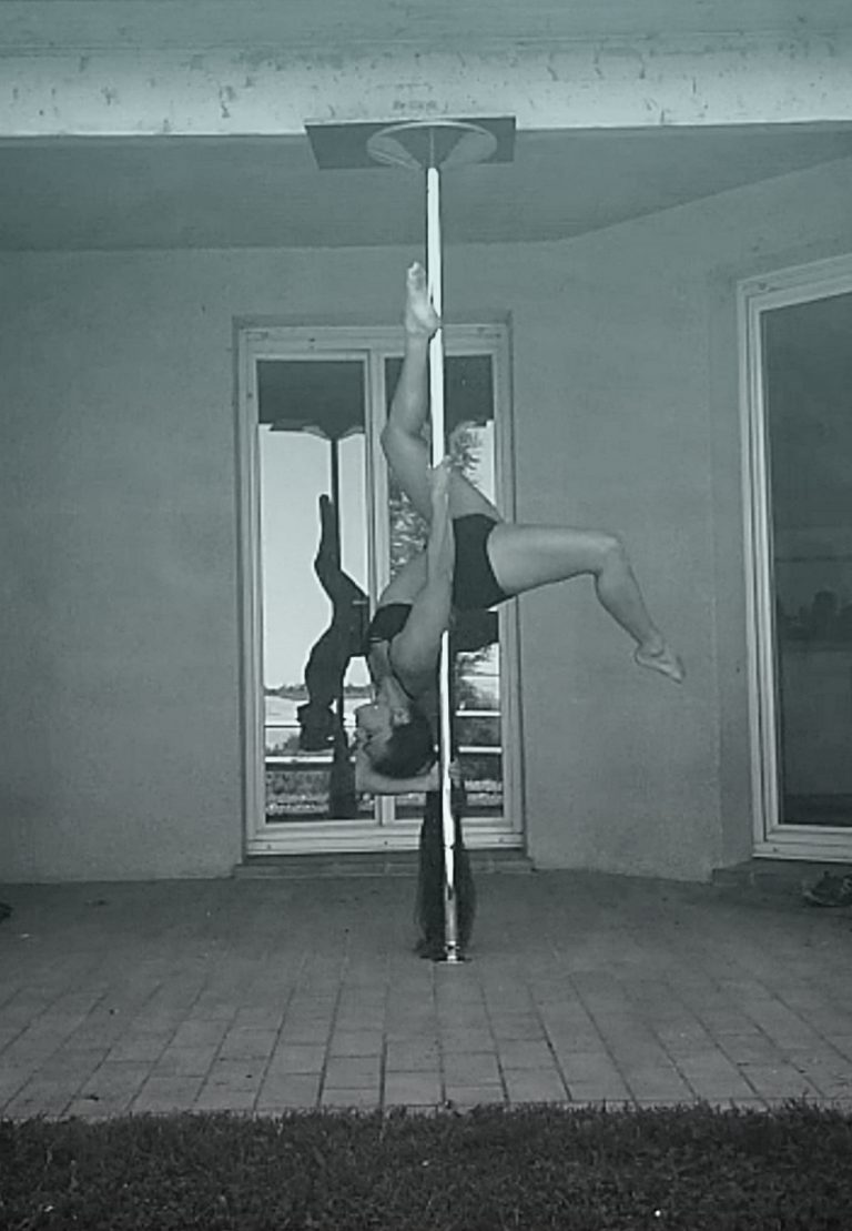 Anabel pole dance