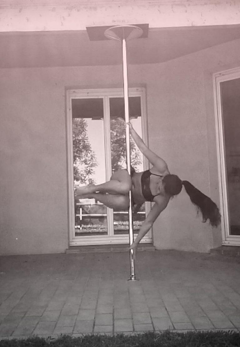 Cradle pole dance