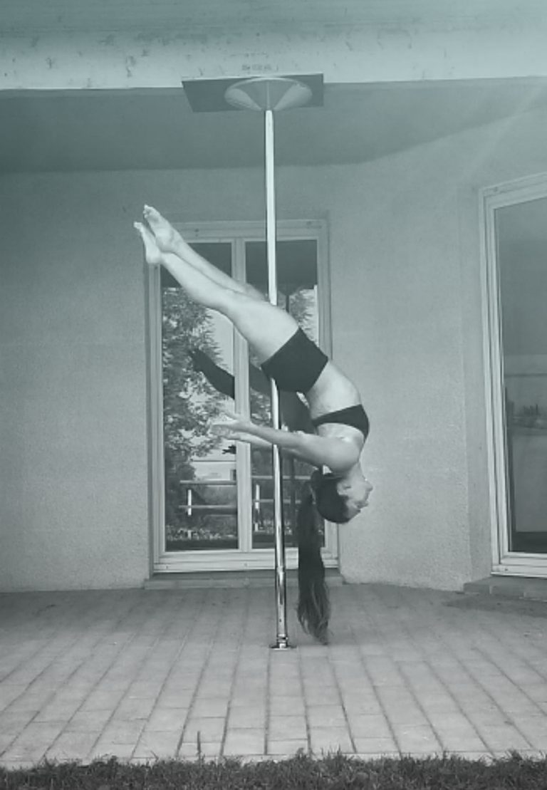 Cross ankle release pole dance