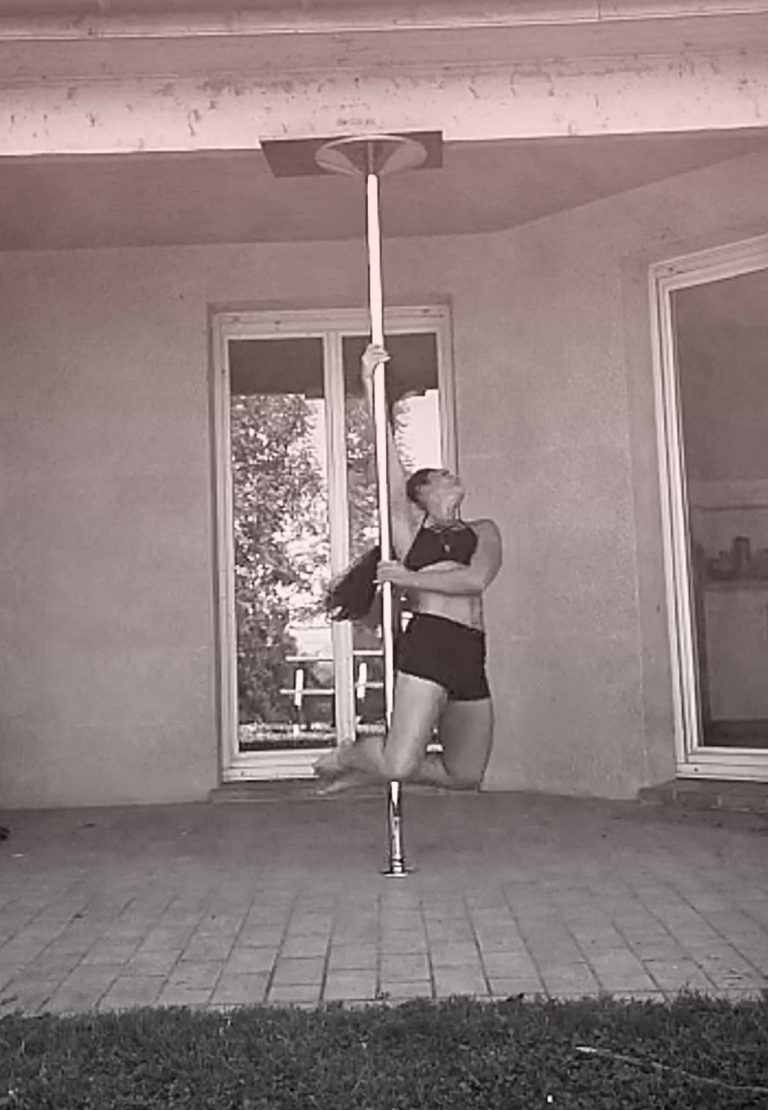 FrontHook pole dance