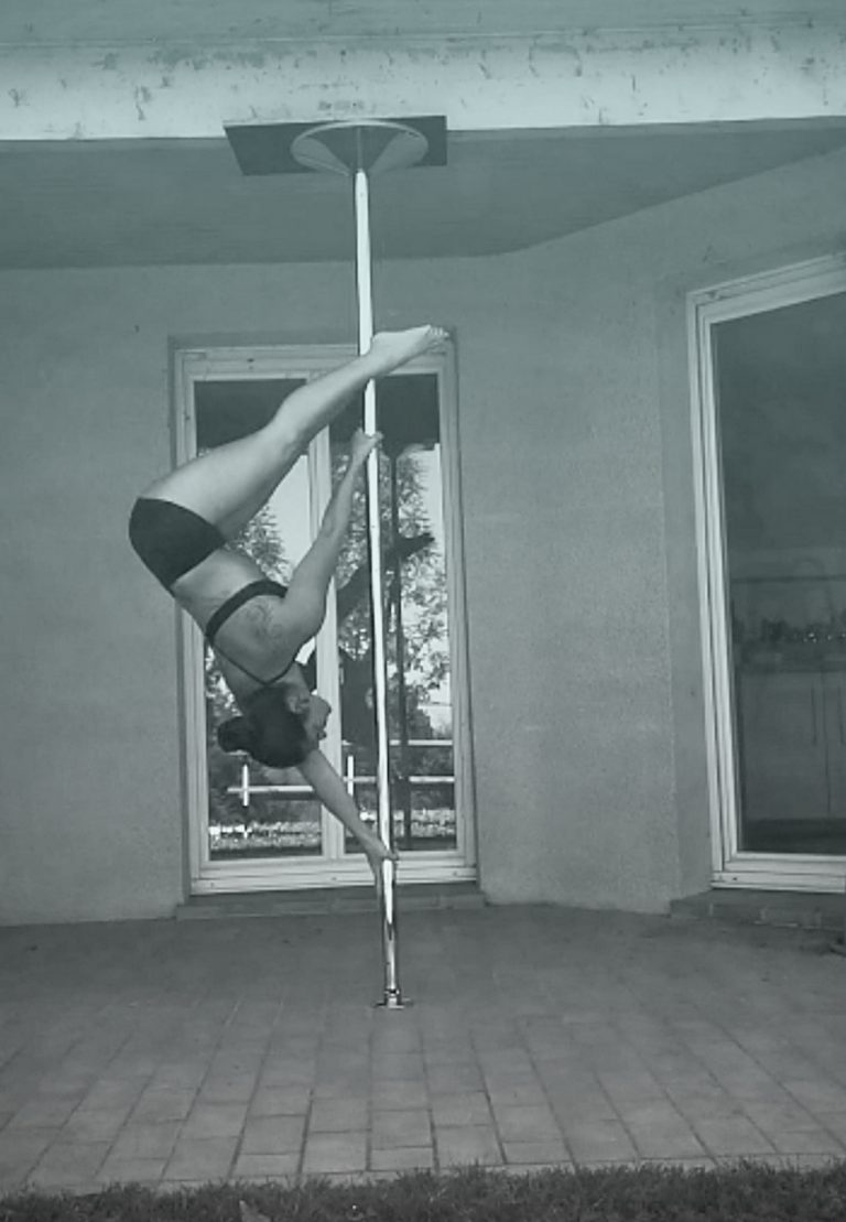 Inverted D pole dance