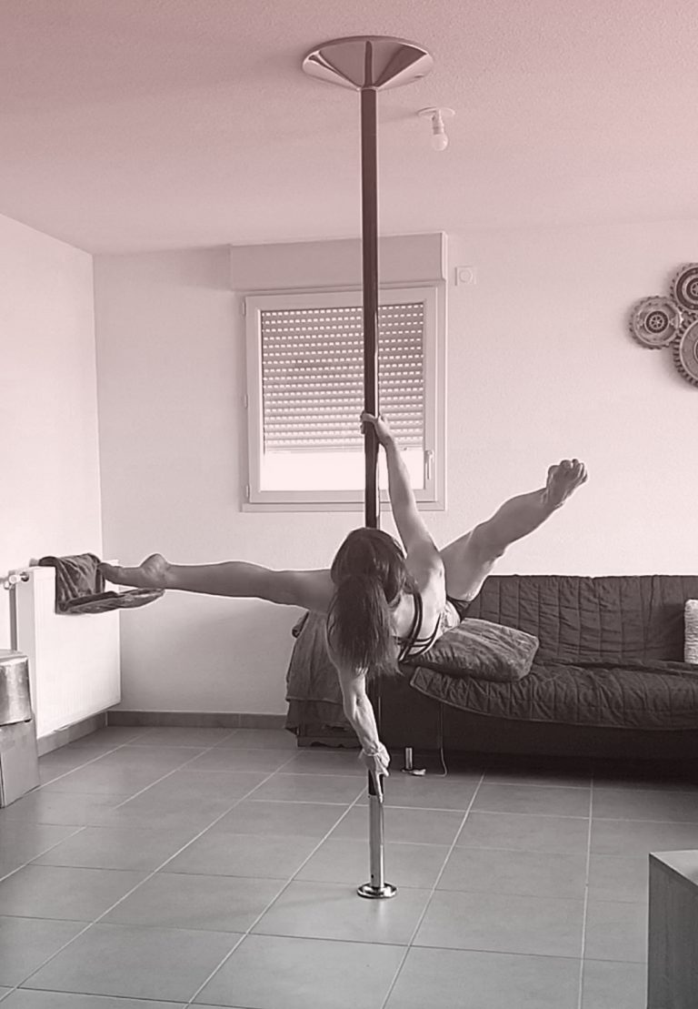Jamila pole dance