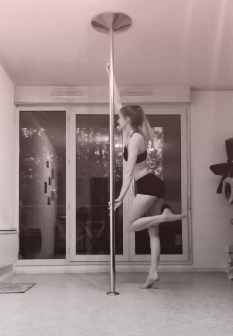 Pirouette pole dance