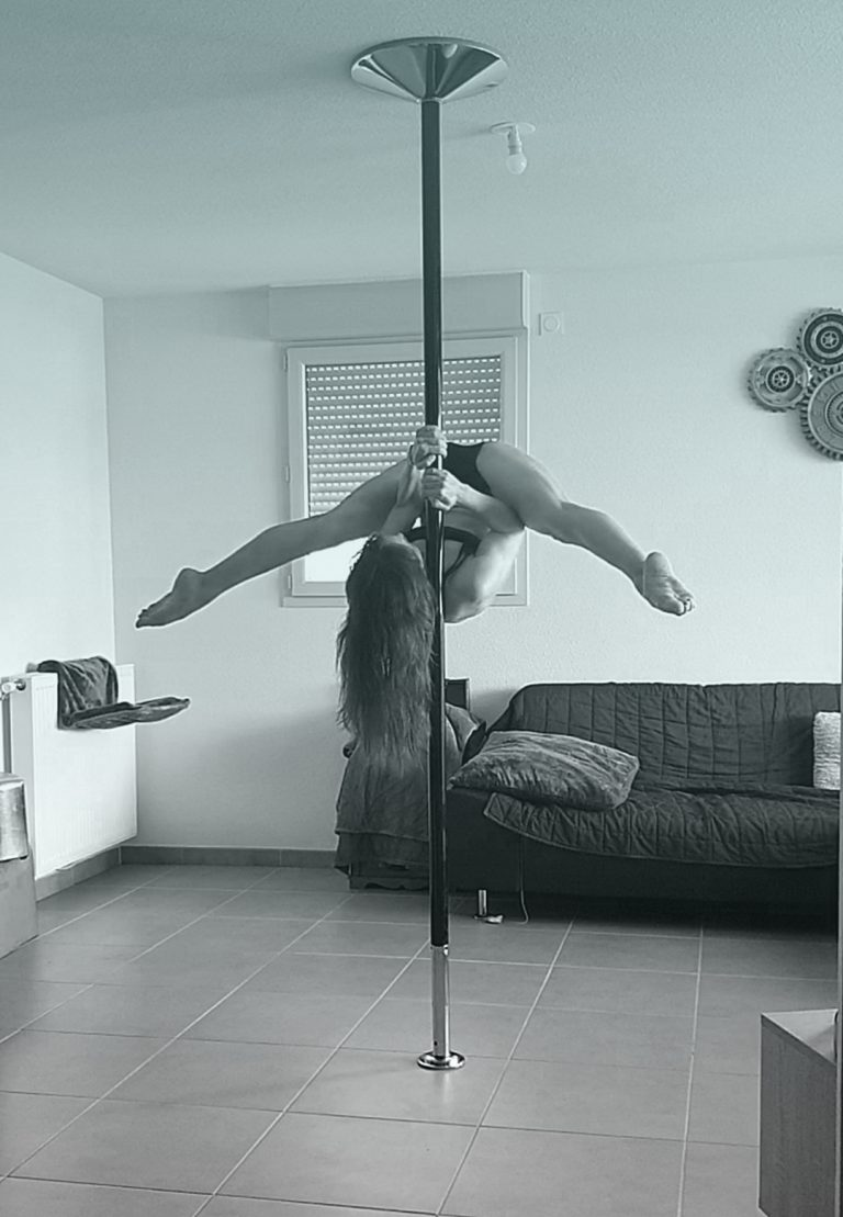 Shoulder mount Cup Grip pole dance