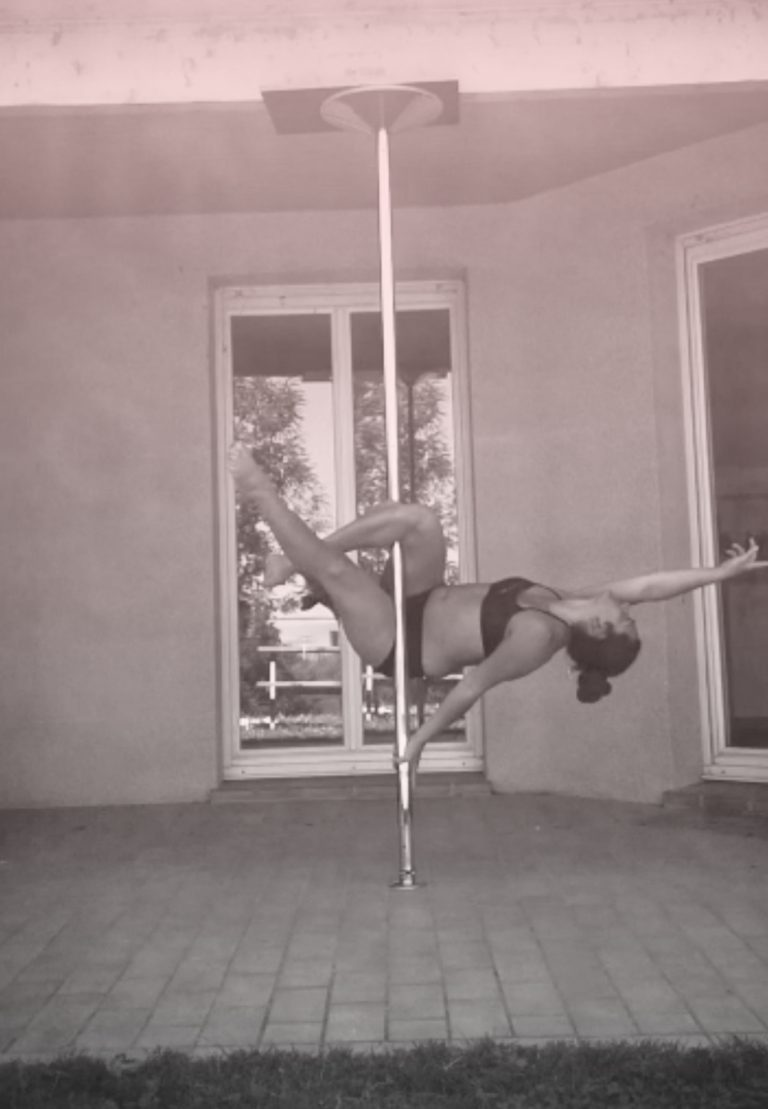 Viva II pole dance